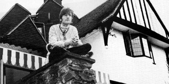 Dünyaca ünlü rock sanatçısı John Lennon'ın villası satılıyor-1
