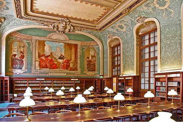 Farklı mimari konsepte sahip kütüphaneler-7