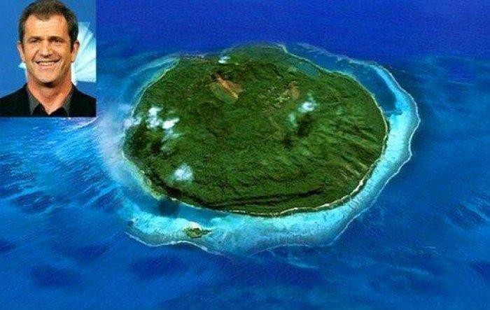 Adası Olan 15 Ünlü-9