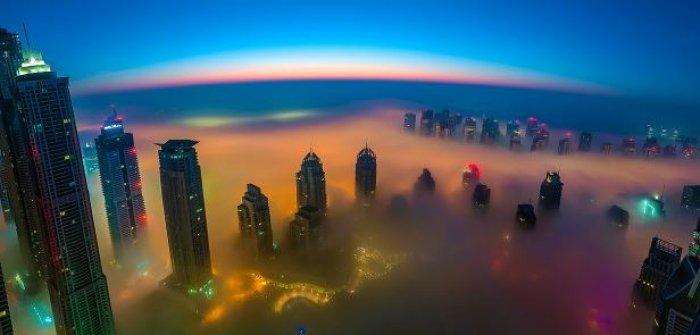 Dubai gökdelenlerinin sislerin arasındaki büyüleyici güzelliği-6