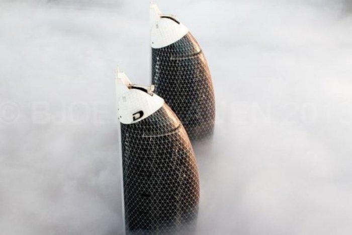 Dubai gökdelenlerinin sislerin arasındaki büyüleyici güzelliği-8