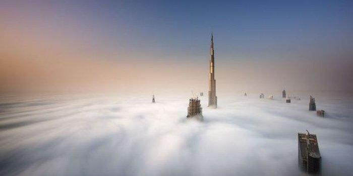 Dubai gökdelenlerinin sislerin arasındaki büyüleyici güzelliği-10
