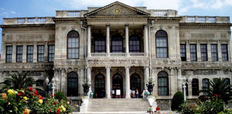 Dolmabahçe Sarayı saatli bomba oldu