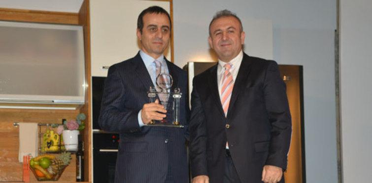 Sinan Erdem Spor Salonu Nuhoğlu'na ödül getirdi