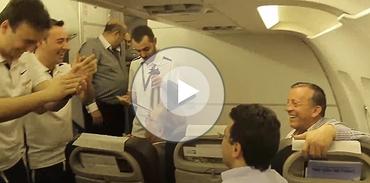 Ağaoğlu ekibi, uçakta kemençeyle coştu