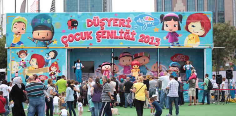 """Carrefour Bursa AVM'de """"düşyeri çocuk şenliği"""""""