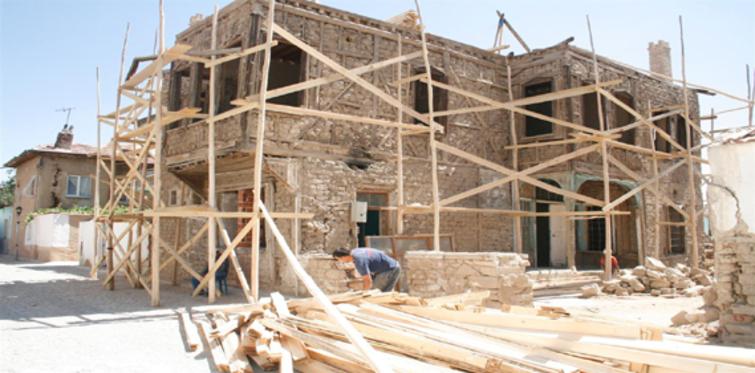 Yanlış restorasyon çalışmaları İstanbul'un tarihi dokunusu yok ediyor!