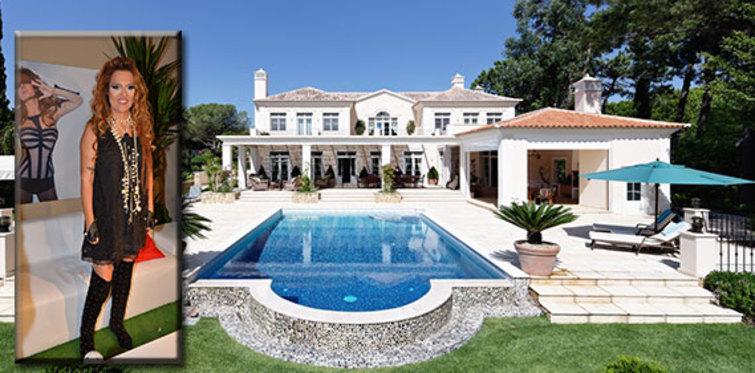 Demet Akalın'a yeni villa