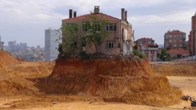 Fikitepe'nin yalnız evi yıkıldı