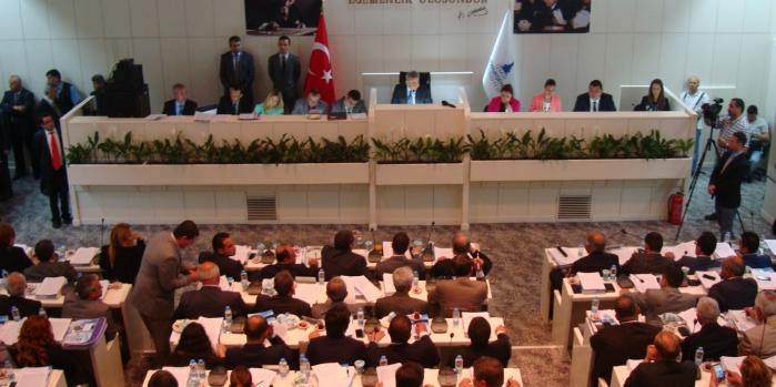 İstanbul'un bütçesi bakanlıkları solladı
