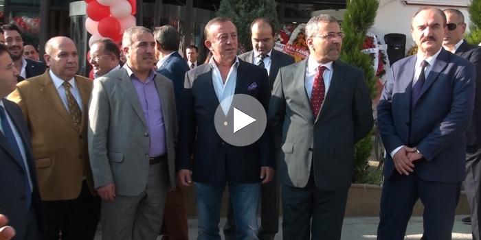 Dönerci Ali Usta'nın açılışına Ali Ağaoğlu katıldı