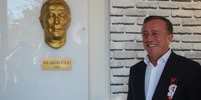 Ali Ağaoğlu Kabataş Lisesi'ne iki daire bağışladı