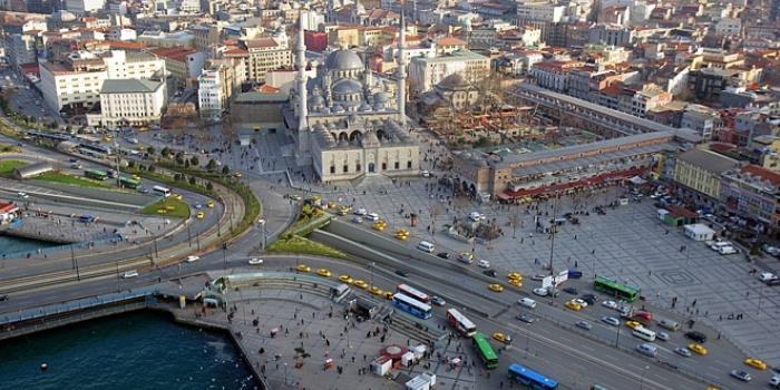 Eminönü'nün Pisa Kulesi: Her an çökebilir