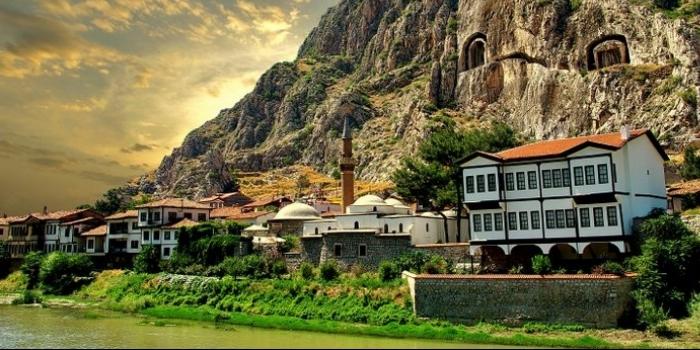 Amasya kral kaya mezarları