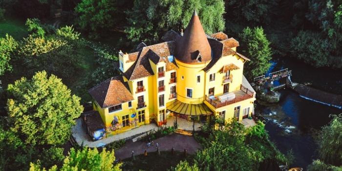 65 yaşındaki palyaço Polunin'in gerçeküstü evi