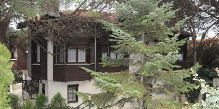 Türkan Şoray evini satışa çıkardı