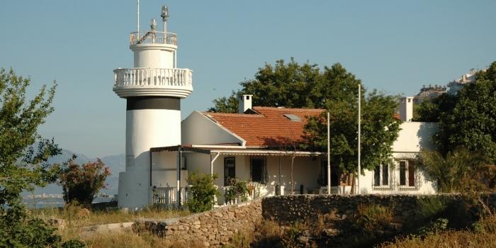 Antalya'nın tarihi feneri inşaatla sarıldı