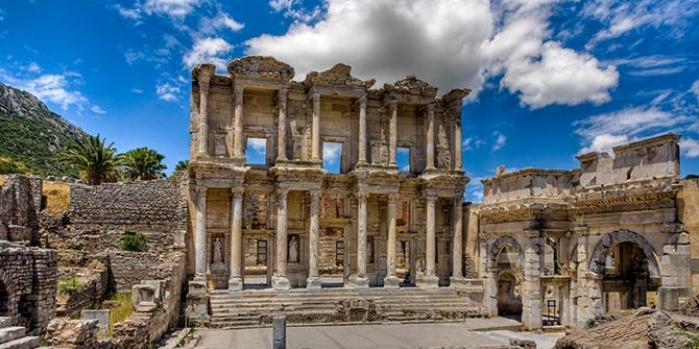 Efes antik kenti hangi ilimizde