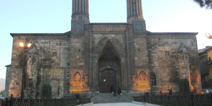 Çifte minareli medrese restorasyon