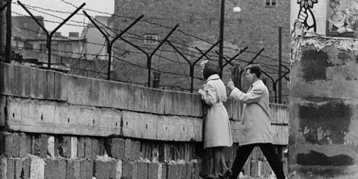 Berlin Duvarı hangi tarihte yıkılmıştır?