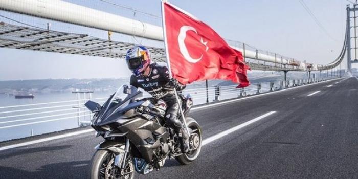 Kenan Sofuoğlu Osmangazi Köprüsü'nde hız rekoru kırdı