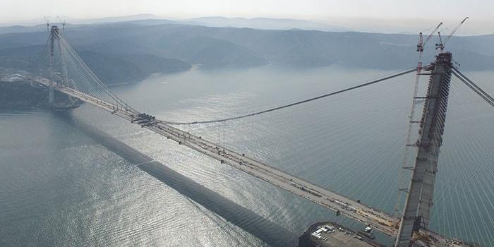 Yavuz Sultan Selim Köprüsü'nde kule şapkaları yerleştirildi
