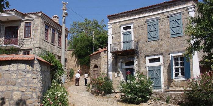 Adatepe Köyü'nde ev fiyatları İstanbul Boğazı'ndaki yalılarla yarışıyor