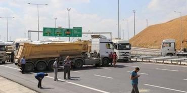 Mega projede isyan: Tır şoförleri yolu kapattı