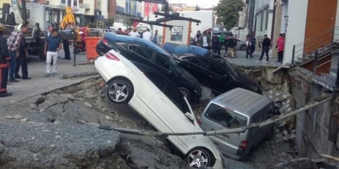 Mega kentte alt yapı skandalı: Arabalar çöken yola düştü
