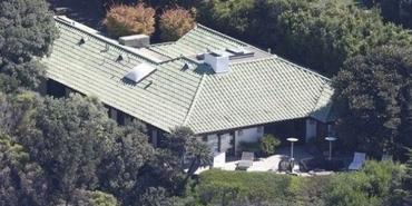 Angelina Jolie Malibu'ya taşınıyor