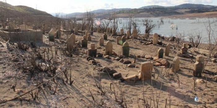 Baraj suları çekildi, 900 senelik köy açığa çıktı