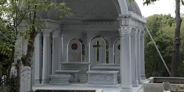 Saray mimarlarına görkemli Anıt Mezar