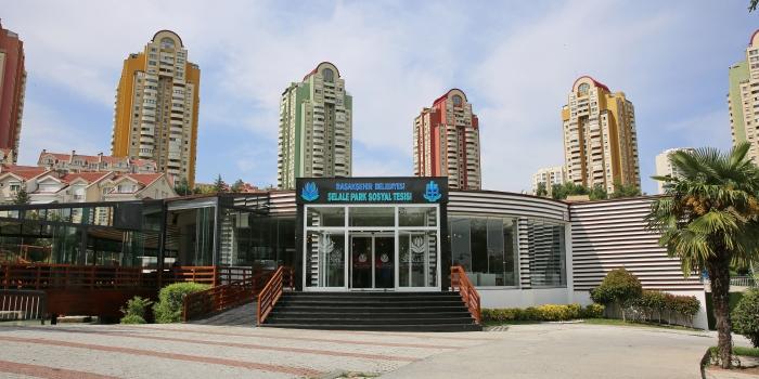 Başakşehir'in büyük park yatırımı hizmete açıldı