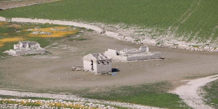 Kuraklığın vurduğu kentte asırlık köy açığa çıktı