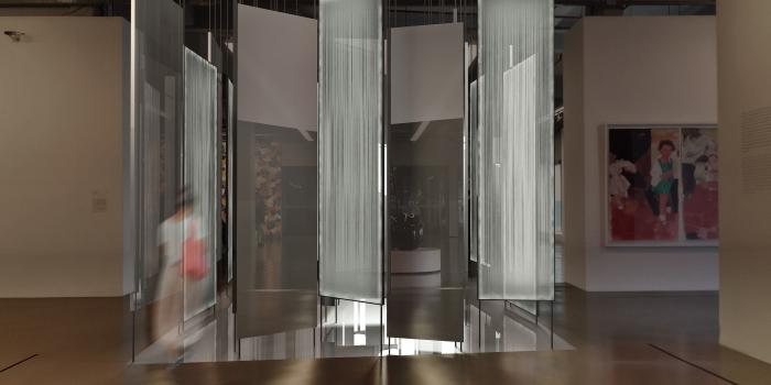 """Tabanlıoğlu Mimarlık enstalasyonu  """"Gündüz, Işık, Gece"""" sergisinde"""