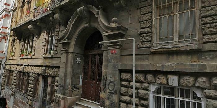 İstanbul'un ilk apartmanlarından tarihi Valpreda Apartmanı