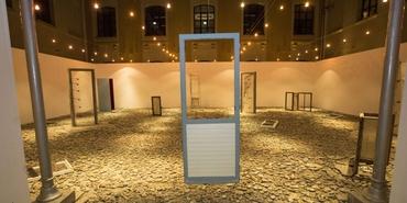 Galeri KHAS'da Evi Yeniden Kurmak sergisi açıldı
