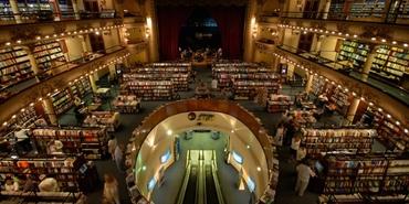 Asırlık tiyatronun dev bir kütüphaneye dönüşümü