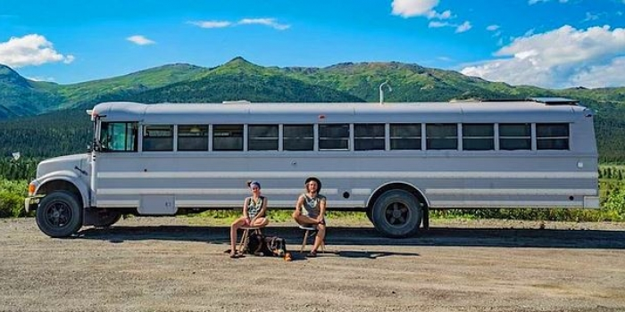 Eski okul otobüsünü eve dönüştüren çift