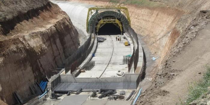 Bakü tiflis kars demiryolu inşaatı