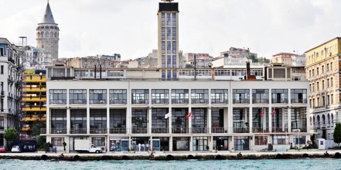 Tarihi Karaköy Yolcu Salonu yıkıldı