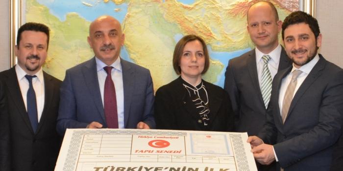 Türkiye'nin ilk gayrimenkul yatırım fonu tapusu alındı