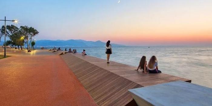 İzmir'in Yaya Köprüsü ve Gün Batımı Terası