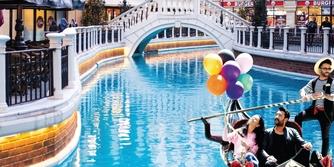 Venedik alışveriş karnavalı sürüyor