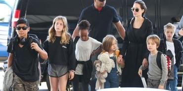 Angelina Jolie yeni evine taşındı