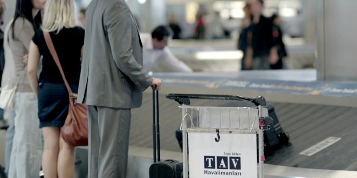 Akfen TAV'deki hisselerini Fransız şirketine devrediyor