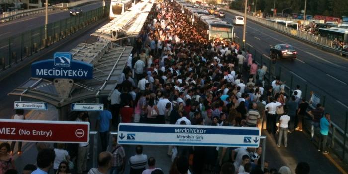 İstanbul güne trafiği felç eden kaza ile uyandı