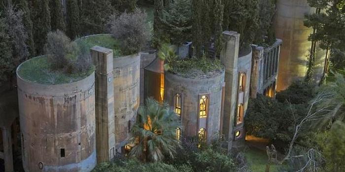 Eski çimento fabrikasını eve dönüştüren İspanyol mimar