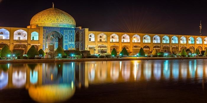 Kapalı kapıların ardındaki rengarenk mimarisiyle İran