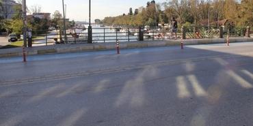 Kadıköy'ün merkezindeki köprü yıkılıyor